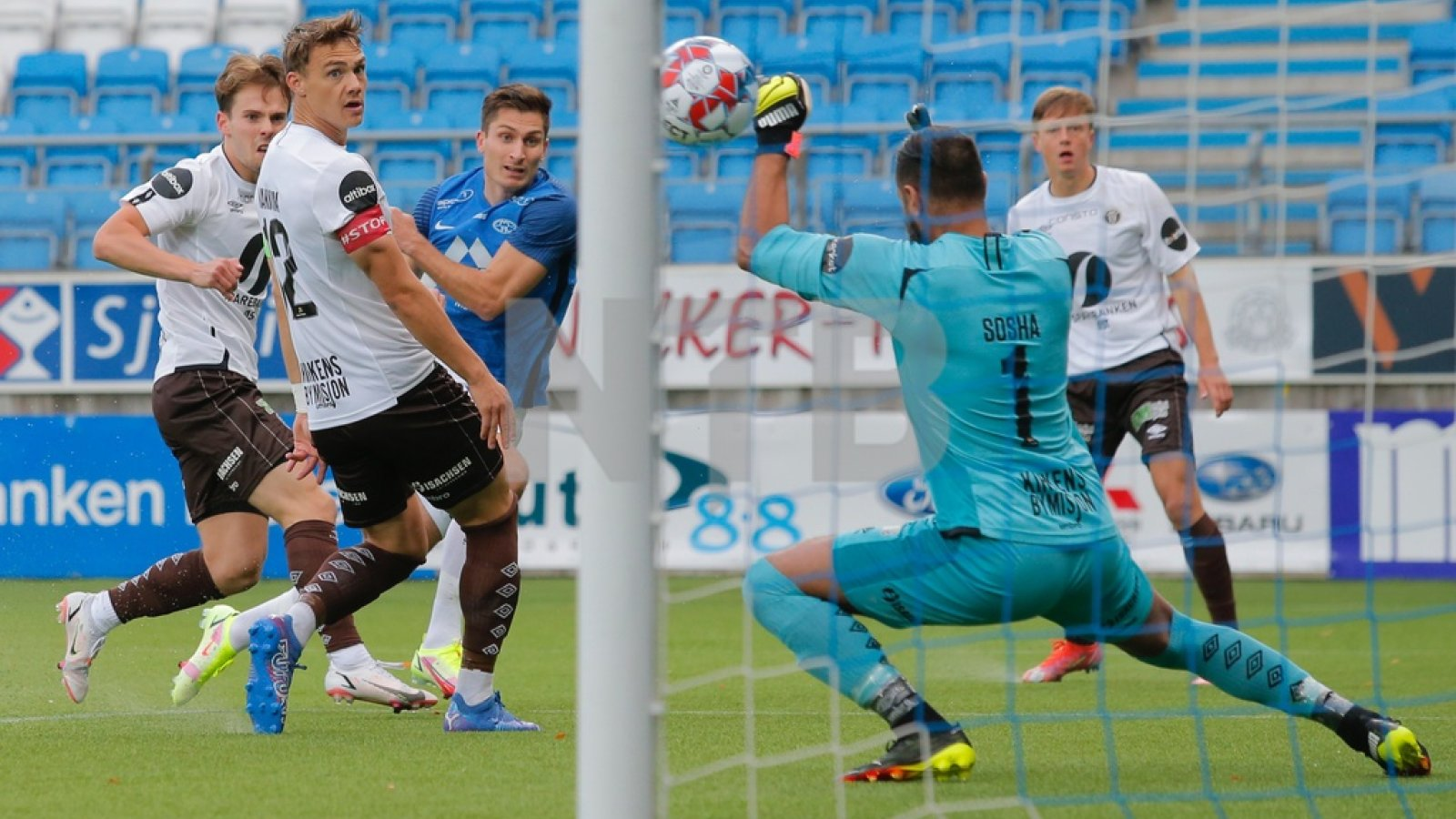 Sosha Makani holdt MIF lenge inne i kampen mot Molde. Foto: NTB